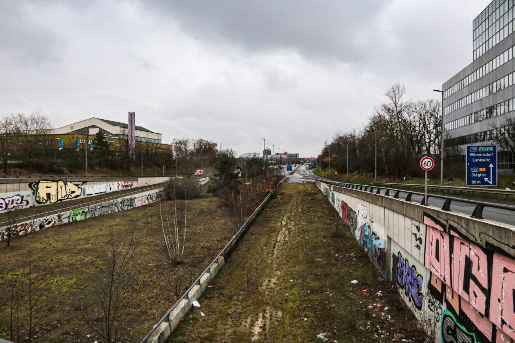 Reste der Westtangente von der Friedrich-Gerlach-Brücke aus gesehen in Schöneberg.